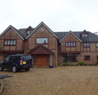 Freehold residential property in Buckinghamshire - £155,000