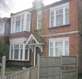Freehold Residential property in Palmers Green- £340,000