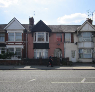 Freehold Residential property in Swindon - £129,500
